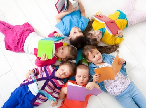 group-of-preschoolers-reading-resize-e1470234921750
